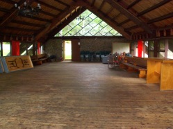 Chapelle ou salle communautaire - vue intérieur vers la sortie